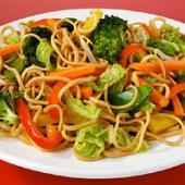 Paste cu broccoli, ardei rosu si salata