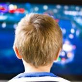 Copiii petrec mai mult timp in fata televizorului decat la scoala