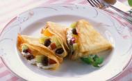 Mic-dejun rapid: Clatite cu crema de branza si fructe