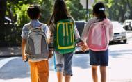 Ghiozdanele prea grele, purtate gresit sau nepotrivite fac rau spatelui copiilor