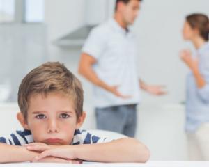 Alienarea parentala, publicata in Monitorul Oficial: in ce situatii parintii pot pierde dreptul la custodia copilului