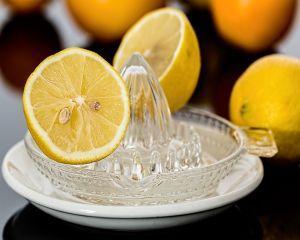 6 probleme de sanatate pe care le poti evita daca bei zilnic apa cu lamaie