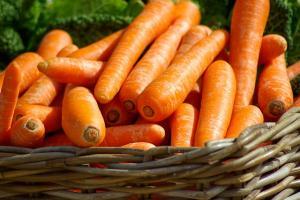 Top 7 beneficii ale sucului de morcovi!