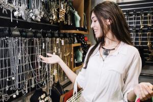 3 modele de bijuterii personalizate perfecte pentru vara