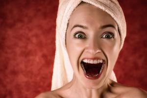 5 Obiceiuri nocive care iti pot afecta tenul