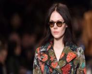 Franjuri si motive florale la London Fashion Week