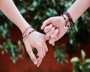 Bratari cu snur rosu - cadourile ideale pentru persoanele de langa noi