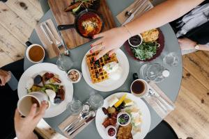 7 Greseli pe care le faci la restaurant din dorinta de a fi politicos