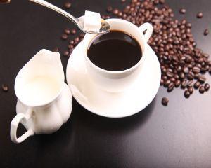 4 semne care iti arata ca bei prea multa cafea