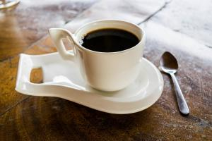 Dependenta de cofeina: cum este afectat organismul de cafeaua in exces