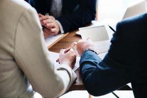 Esti femeie de afaceri? Iata ce servicii juridice iti poate oferi o casa de avocatura!