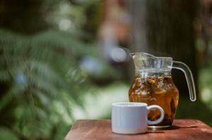 3 ceaiuri racoritoare de vara: ard grasimile rapid si te hidrateaza