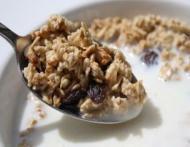 De ce te ingrasa bolul de cereale de dimineata