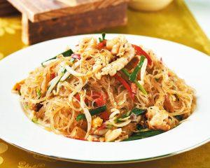 Fa ceva indraznet: salata asiatica cu taitei de celofan