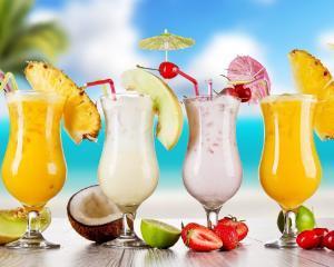 Cocktailurile din siropuri de fructe, tot mai cautate de consumatorii romani
