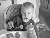 3 greseli pe care le fac parintii cand isi hranesc copiii