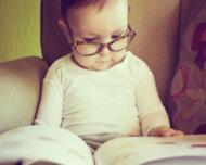 Sfatul oftalmologului: Copiii trebuie tinuti departe de telefoane, tablete si televizoare