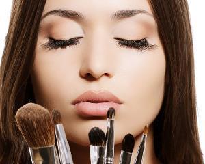 Cati bani dau femeile pe cosmetice si care sunt produsele lor preferate