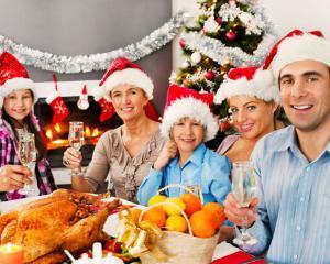 Like-ul de Craciun tine loc de petrecere in familie?