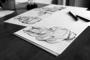 Desen cu creionul sau in carbune? Diferente si asemanari intre cele doua stiluri