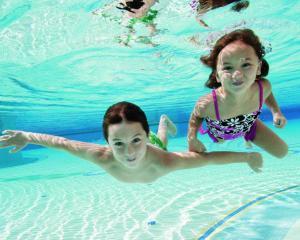 Cursurile de inot, activitati ideale vara pentru copii
