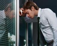 Stai prea multe ore la birou? Risti sa suferi de depresie
