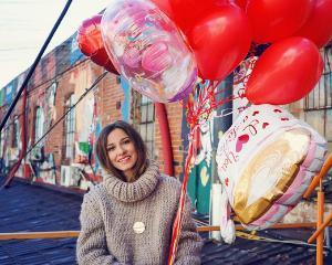Alternativa buchetului cu trandafiri de Dragobete: buchetul de baloane cu heliu