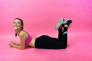 VIDEO: Exercitii de aerobic pentru acasa: vei arata mai bine in doar o saptamana!