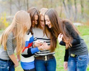 Ce efecte au retelele de socializare asupra adolescentilor