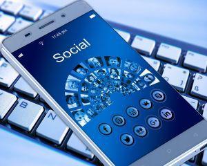 Infidelitatea online: 6 semne care arata ca partenerul te-ar putea insela