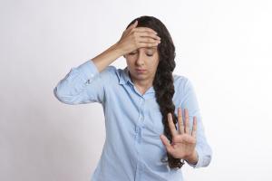 Ce sa NU faci cand esti suparata: 7 lucruri care doar iti vor complica viata