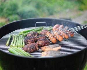 Ce contine carnea de mici din comert?