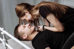 Sase greseli pe care orice cuplu trebuie sa le evite in dormitor