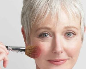5 greseli de make-up care te fac sa pari mai batrana