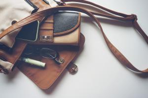 Ce obiecte sa nu porti niciodata in geanta