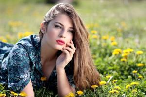 Ingrijirea parului pe timp de vara: cinci trucuri pentru un look impecabil