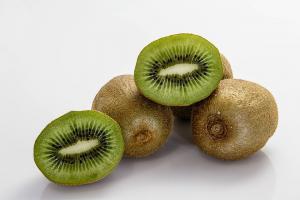 Kiwi, fructul minune pe care te poti baza pentru sanatatea organismului tau