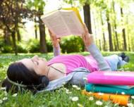 Pasionata de lectura? 3 parcuri din Capitala au devenit biblioteci in aer liber