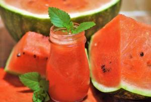 VIDEO Limonada de pepene rosu, o reteta racoritoare de vara