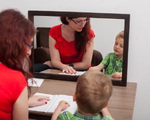Copiii nu au inceput sa vorbeasca sau au probleme de pronuntie? Parintii primesc acum ajutor online