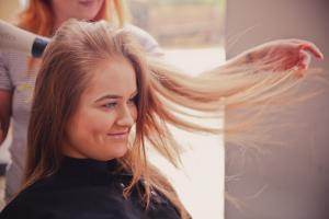 Top 7 trucuri prin care iti poti innoi cu usurinta lookul