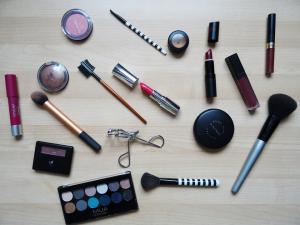 7 Produse cosmetice pe care nu ar trebui sa mai dai banii