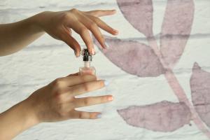 Cum sa faci oja sa iti reziste mai mult timp pe unghii