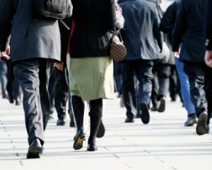 De ce este indicat sa mergi pe jos cateva minute zilnic