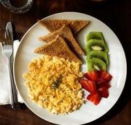 Ce mananca vedetele la micul dejun