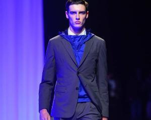 Si barbatii pot fi la moda! Propunerile designerilor pentru moda masculina in toamna 2015