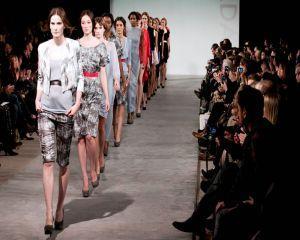 Saptamana Modei de la Londra: cu ce colectie ne surprinde Burberry