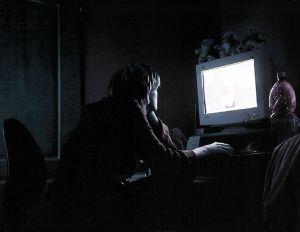Riscul de infarct, asociat cu timpul petrecut in fata televizorului si a calculatorului