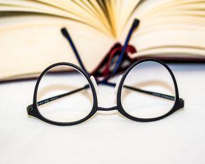 Ai decis sa inlocuiesti ochelarii de vedere cu lentile de contact? Iata ce trebuie sa stii despre ele