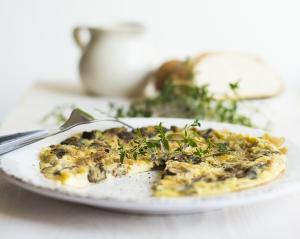 Omleta cu ton si ceapa verde, o reteta perfecta pentru micul dejun